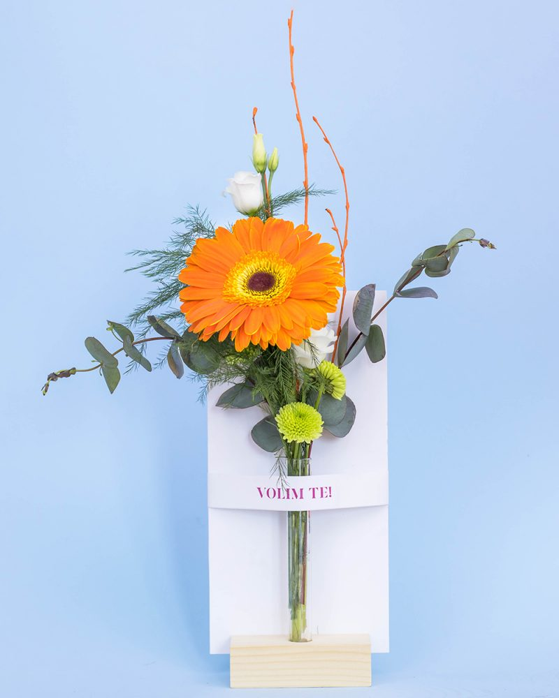 Cvetni aranžman sa porukom